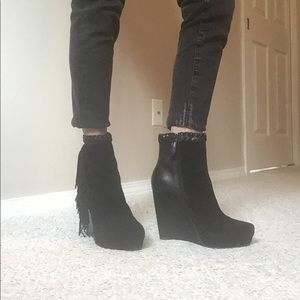 BLACK SUEDE ANKLE BOOTIE WITH FRINGE